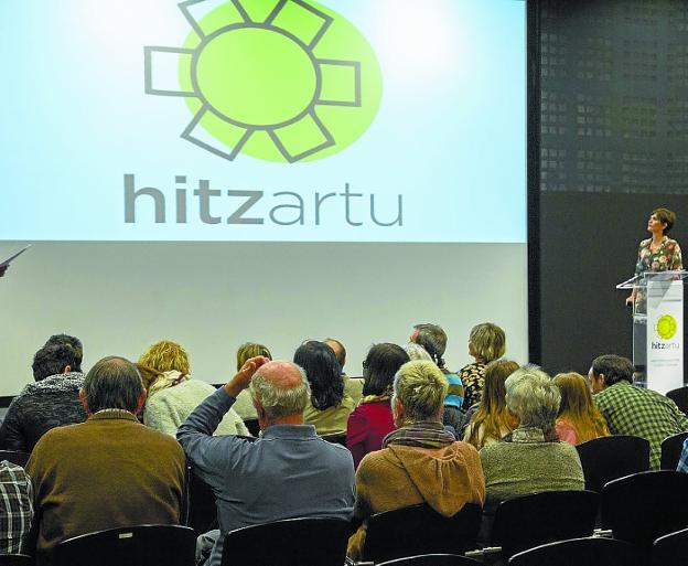 El movimiento social Hitzartu nació ayer en el Museo de la Ciencia Eureka./MICHELENA
