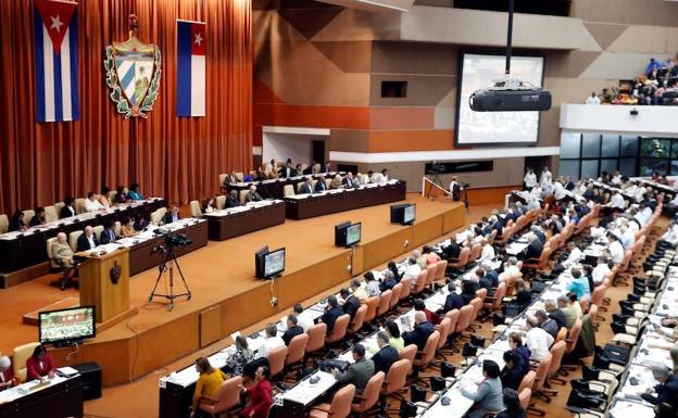 Cuba saca matrimonio gay de nueva Constitución tras protestas