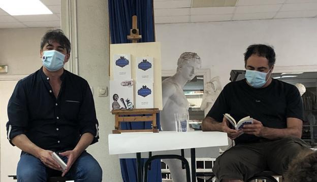 José Blanco García y Javier Aguirre, durante la presentación del poemario 'Calle Blas de Otero'. /
