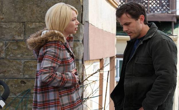 Michelle Williams y Casey Affleck, en una escena de 'Manchester desde el mar'. /