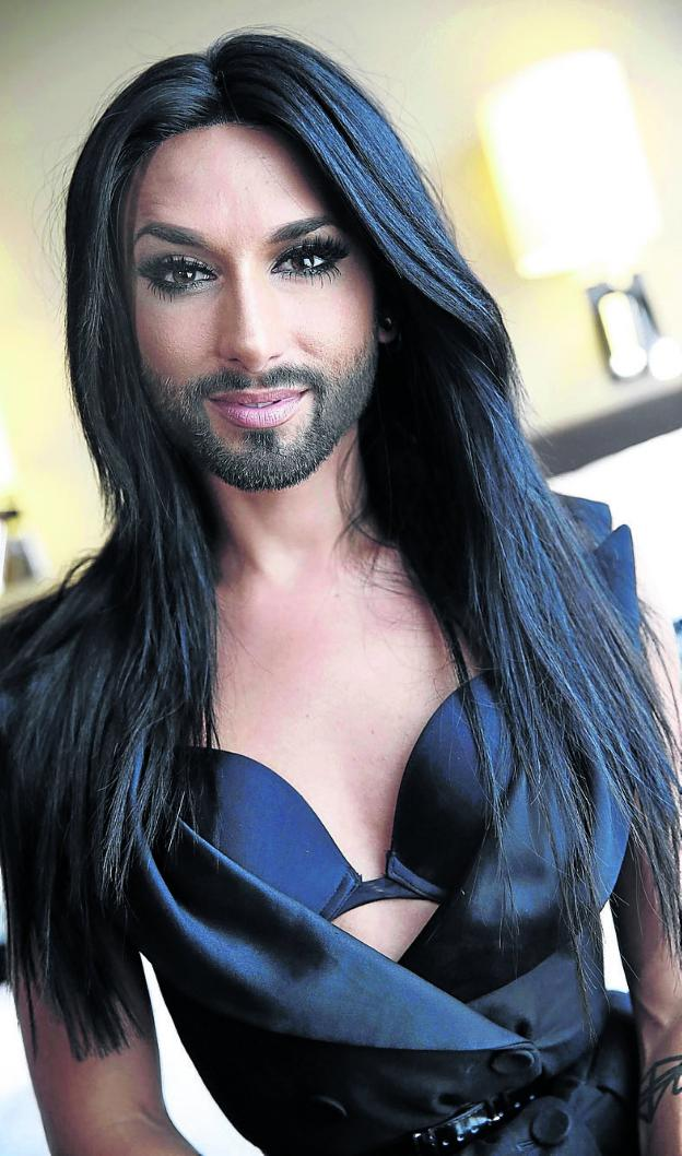 ¿Cuánto mide Conchita Wurst? - Real height 33668727--624x1058