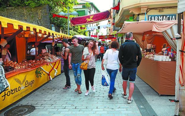Mercado. El Dies Oiassonis es una de las actividades estivales que crece en visitantes. / F. DE LA HERA