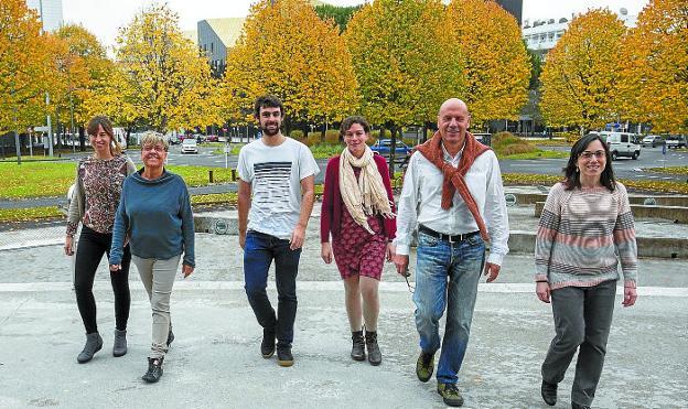Varios investigadores del proyecto Inma ayer en el Centro Carlos Santa María de San Sebastián. / MICHELENA :: diariovasco.com