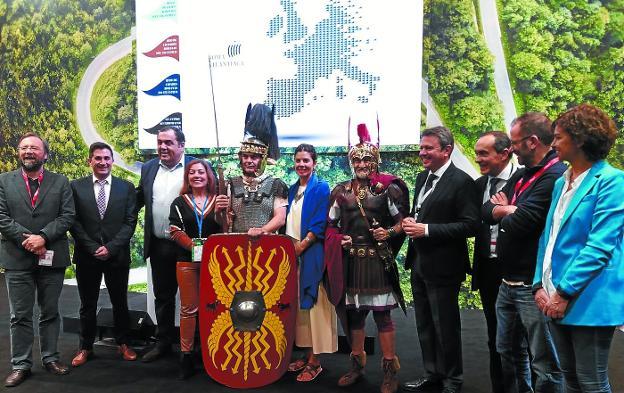 Feria Internacional de Turismo. Representantes de la Red de Ciudades Romanas del Arco Atlántico y de la Legio V, en el stand de Euskadi./