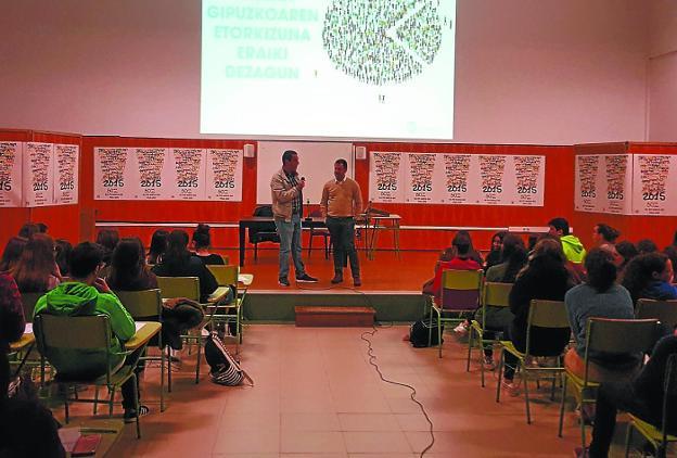 Sesión celebrada en el Pío Baroja, dentro del proceso de Presupuestos Abiertos de la Diputación. /