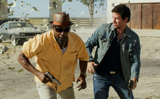 Denzel Washington y Mark Wahlberg en '2 Guns' (2013).