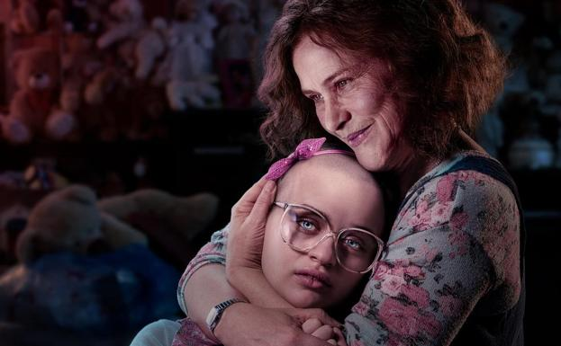 Joey King y Patricia Arquette, en 'The Act'./