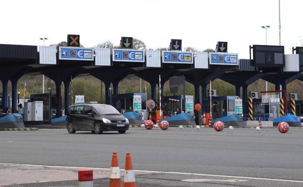 La salida 7 del peaje Irun Ventas permanecerá cerrado duarnte cinco horas. /MIKEL FRAILE