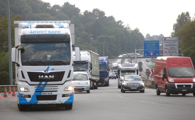 A las seis de la tarde se levantó la restricción para que los vehículos pudieran circular./Fotos: F. De la Hera