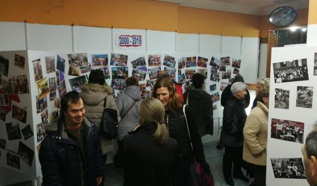 Fotografías. La exposición está instalada en la calle Estación. /