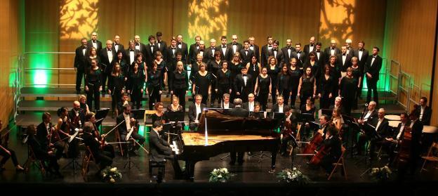 El Coro Ametsa y la Orquesta Ma non troppo en una anterior edición del Concierto Extraordinario de Navidad. /  F. DE LA HERA
