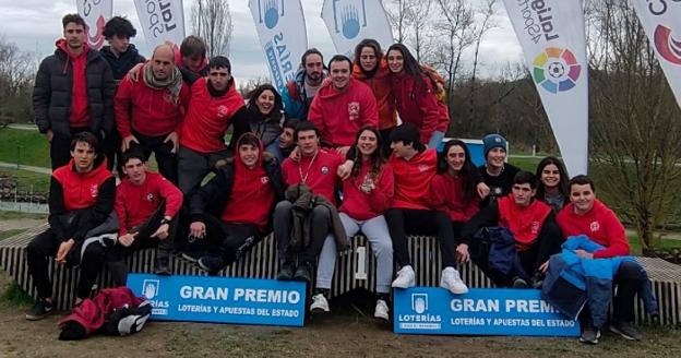 Parte del equipo de Santiagotarrak-ZAISA que participó en la Copa de España en Pau. /