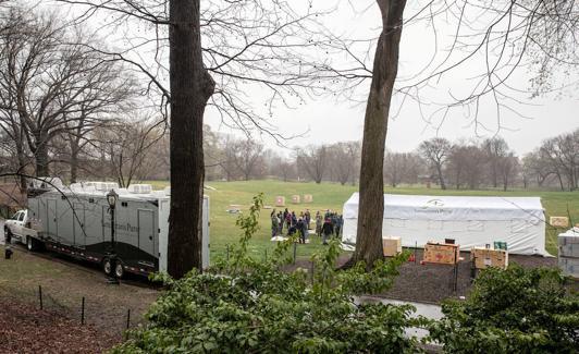 Sie beginnen mit dem Bau des Feldkrankenhauses im Central Park in New York.