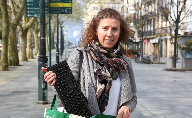 Marta es empleada en una aseguradora y hasta ahora iba a la oficina, pero a partir de hoy deberá teletrabajar.