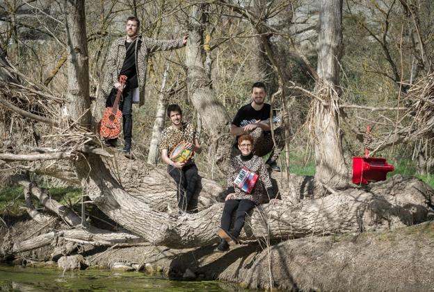 La compañía catalana '2 princeses barbudes' actuará este domingo en el parque de Soroxarta. /