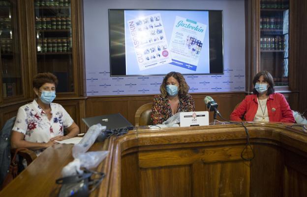 Irune Hernández, Cristina Laborda y Gemma Campo presentaron las novedades. / F. DE LA HERA