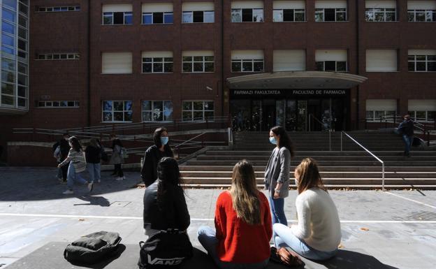 La UPV abre un expediente sancionador al profesor sin mascarilla que obligó a aislar a una clase en Vitoria