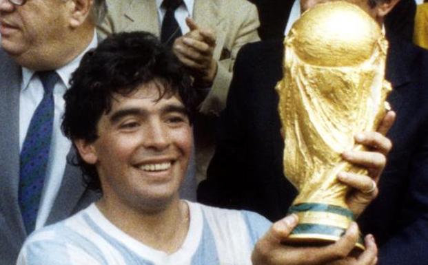 Diego Armando Maradona lifts the World Cup.