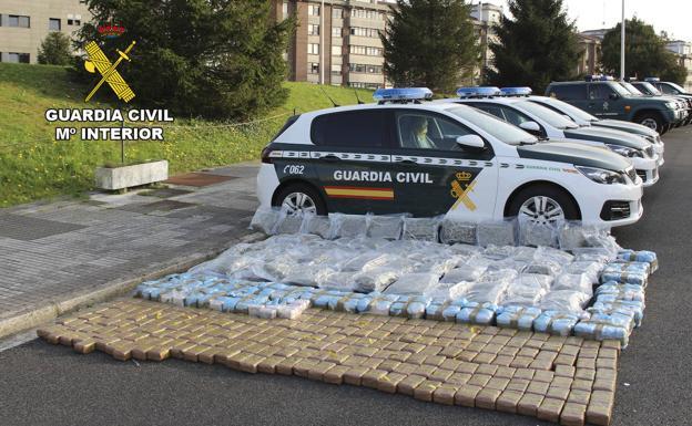 Un can detecta 345 kilos de droga oculta en un camión que pretendía pasar la frontera en Irun