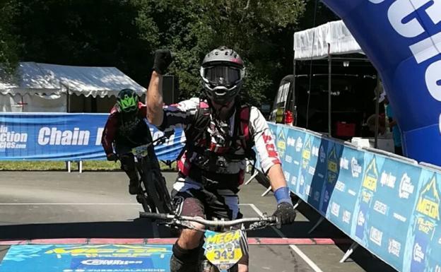 Elejoste participó con la bambucicleta en la Copa del Mundo de Enduro y se clasificó en 10ª posición./