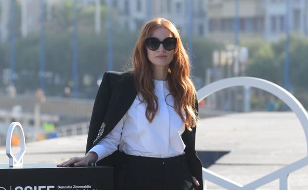 Jessica Chastain poses before the media on the terrace of the Kursaal.