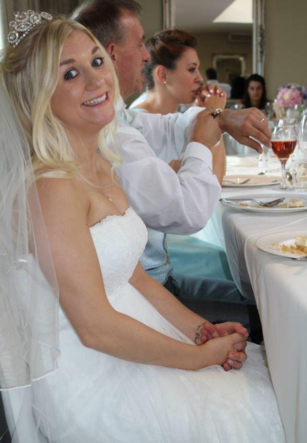 2c0e03a45 Samantha Wragg vende su vestido de novia por internet para poder pagar su  divorcio